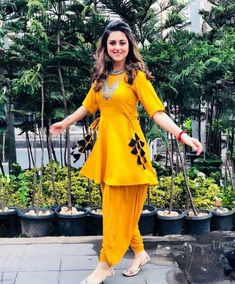 Bollywood Reyon pakistani indian designer Yellow dress for wedding and party Pakistani Dresses Casual, Indian Fashion Dresses, Indian Gowns Dresses, Dress Indian Style, Pakistani Dress Design, Indian Outfits, Casual Dresses, Funky Dresses, Punjabi Fashion