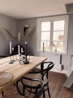 rebfre Dining Room Design, Dining Room Furniture, Room Interior, Interior Design, Dining Room Inspiration, Paint Colors For Living Room, Scandinavian Home, Decoration Table, Home Living Room