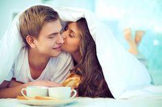Pareja de enamorados desayunando juntos   Descargar Fotos gratis