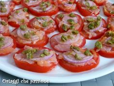 Starter tomato and smoked salmon -Antipasto pomodoro e salmone affumicato… Easy To Make Appetizers, Finger Food Appetizers, Appetizers For Party, Finger Foods, Appetizer Recipes, Quick Recipes, Light Recipes, Seafood Recipes, Vegetarian Recipes