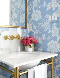 Future Home Interior Things We Love: Tiny Rooms that Pack a Punch.Future Home Interior Things We Love: Tiny Rooms that Pack a Punch Chinoiserie Wallpaper, Chinoiserie Chic, Bathroom Inspiration, Home Decor Inspiration, Bathroom Ideas, Bathroom Pink, Downstairs Bathroom, Design Inspiration, Moroccan Bathroom