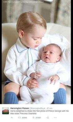 George e Charlotte: prima foto insieme per i baby reali inglesi