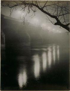 Brassaï / Le Pont-Neuf dans le brouillard, ca. 1934 - 35, Réunion des musées nationaux