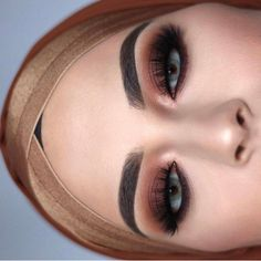 Beautiful look @jasmijniris BROWS: #Dipbrow in Medium Brown EYES: #ABHshadows in Morocco & Fudge and Realgar & Cyprus umber (Modern Renaissance palette) #anastasiabeverlyhills