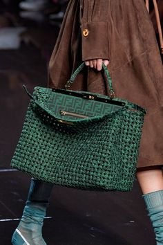 Fendi Spring 2020 Fashion Show Details. All the fashion runway close-up details, shows, and handbags from the Fendi Spring 2020 Fashion Show Details. Popular Handbags, Cute Handbags, Cheap Handbags, Purses And Handbags, Leather Handbags, Wholesale Handbags, Handbags Online, Celine Handbags, Leather Purses