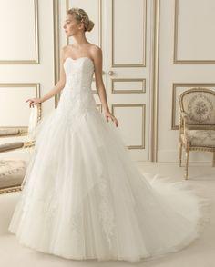 148 Ernest (Robes de mariée). Créateur: Luna Novias. ...