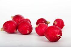 Health Benefits of Radishes - Health Rewards - Nutrition Tips, Health And Nutrition, Health And Wellness, Health Tips, Wellness Clinic, Health Benefits Of Radishes, Dietas Detox, Candida Diet, Fruit And Veg