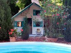 Egy lenyűgöző faház szülinapra | lakásművészet Cabin, House Styles, Instagram, Home Decor, Luxury, Decoration Home, Room Decor, Cabins, Cottage