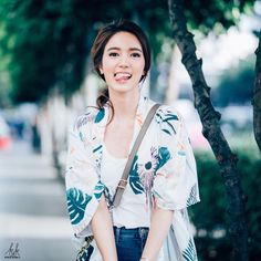 Home Studio Photography, Girl Photography Poses, Chines Drama, Beauty Shoot, Ulzzang Girl, Jeans Style, Modest Fashion, Teenagers, Girl Photos