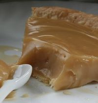 Lgende dAutomne: Tarte lrable - Whatever it is, it looks fabulous. In English - Yum. Desserts With Biscuits, Köstliche Desserts, Delicious Desserts, Dessert Recipes, Yummy Food, Canadian Cuisine, Canadian Food, Pie Recipes, Sweet Recipes