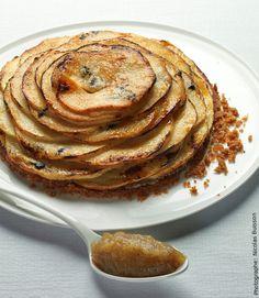 Une tarte aux pommes, une compote de pomme servie à côté de la tarte dont le feuilletage est légèrement caramélisé comme du kouign amann. Ingrédients : (Pour 4 personnes) 250g de pâte feuilletée ou 1 rouleau de pâte feuilletée pur beurre Pour la compote de pommes : -2 pommes Pink Lady -Environ 500 g de…