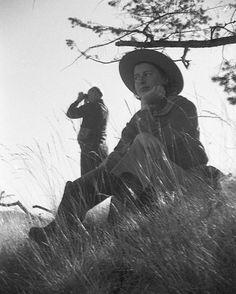 Explorers. #foundfilmsociety #foundfilm #foundphoto #rescuedfilm #kodakfilm #kodakfilm #35mmfilm #35mm #filmfeed #filmcommunity #explorers #hiking #hikers #vintagephoto #vintagephotos #vintagefilm...
