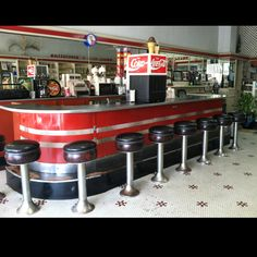 The Drug Store in my hometown that still has a soda fountain ! Reminds me of soda fountain that was in the front of Voechting's Drugstore in the mid when I was 5 yrs old. There were mirrors just like this. Retro Diner, Retro Ads, Cafe Counter, Burger Places, Roller Rink, Ice Cream Parlor, Soda Fountain, Home Candles, Fun Drinks