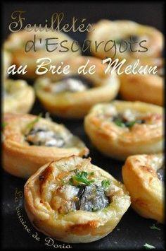 Pour l'apéritif, ces feuilletés feront le bonheur de vos convives, s'ils aiment les escargots... Ingrédients pour 24 feuilletés 24 escargots préparés et précuits 1 pâte feuilletée 1 oignon de Roscoff 5 cs de crème fraîche épaisse légère 100gr de Brie...
