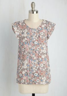 Star of the Seminar Top in Floral. A diva of discussion groups and queen of QA sessions, you crush the conference in this ModCloth-exclsuive taupe blouse! #grey #modcloth