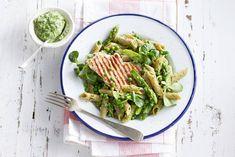 Pasta met knapperige voorjaarsgroenten en bijzondere pesto. Recept - Volkorenpenne met kalkoen en veldslapesto - Allerhande