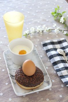 paques_gouter Drink Table, Happy Easter, Easter Eggs, Panna Cotta, Drinks, Ethnic Recipes, Desserts, Diy, Food