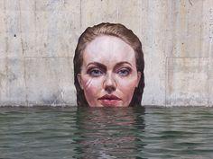 O talentoso artista havaiano Sean Yoro, mais conhecido como Hula, está fazendo sucesso mundial com suas incríveis pinturas hiper-realistas em paredes de concreto com mulheres gigantes emergindo da água.