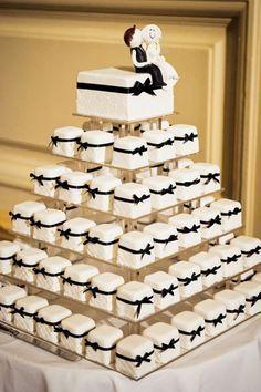 19 Mouth-watering Wedding Cake Alternatives to Consider - Hochzeit - Cake Design Individual Wedding Cakes, Mini Wedding Cakes, Wedding Cakes With Cupcakes, Wedding Pins, Wedding Favors, Mini Cakes, Wedding Bouquet, Wedding Ceremony, Star Wedding