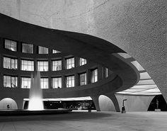 plusarchitekt:  Hirshhorn Museum & Sculpture Gardenin Washington, D.C. -Gordon Bunshaft Photo by Ezra Stoller viaThe Pritzker Architecture Prize