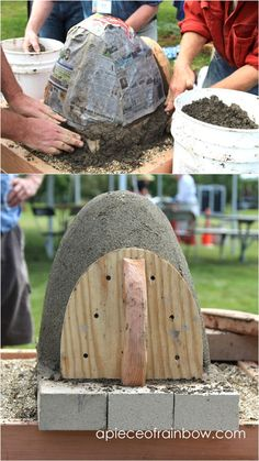 DIY Wood Fired Outdoor Pizza Oven {Simple Earth Oven in 2 days!} Great DIY wood fired outdoor pizza oven with simple low cost materials! Step by step cob / earth oven building tutorial, a free ebook, & helpful resources! Pizza Oven Outdoor, Outdoor Kitchen Bars, Outdoor Cooking, Outdoor Kitchens, Outdoor Rooms, Outdoor Living, Pizza Oven Kits, Pizza Ovens, Oven Diy