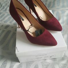 Forever 21 8 burgundy faux suede heels Size 8 New with box Burgundy pumps Forever 21 Shoes Heels