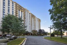 Beautiful condo on the 15th floor with a great view. Sold after a few price reductions.