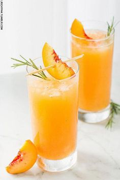Summer wedding cocktail idea - champagne cocktails - grilled peach & rosemary Prosecco {Courtesy of Will Cook For Friends} Party Drinks, Fun Drinks, Healthy Drinks, Alcoholic Drinks, Beverages, Brunch Drinks, Vodka Drinks, Prosecco Cocktails, Cocktail Drinks