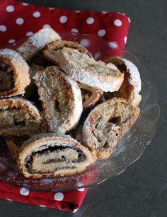 עינוגים מתוקים שמתחסלים בצ'יק – עוגיות מגולגלות במילוי חלבה או נוטלה שמכינים ממש בקלות. מומלץ להכין כמות כפולה