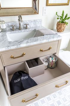 How to stock a guest bathroom Industrial Office Design, Office Interior Design, New Bathroom Ideas, Bathroom Interior, Marble Mosaic, Mosaic Tiles, Laundry In Bathroom, Wood Bathroom, Master Bathroom