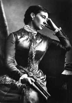 PrinzessinAlice Maud Mary von Großbritannien und Irland(*25. April1843inLondon; †14. Dezember1878inDarmstadt) war ein Mitglied derbritischen Königsfamilieund durch Heirat Großherzogin von Hessen und bei Rhein.