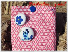 Pink with buttons Pouch mobile handmade by Ponstruitos... y más!