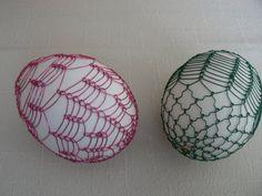drátovaná vajíčka Egg Decorating, Easter Eggs, Candle Holders, Candles, Ornaments, Wire, Porta Velas, Candy, Christmas Decorations