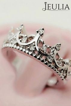 Love Cocktail ring? Vintage Design Crystal Crown is so pretty. #jeulia