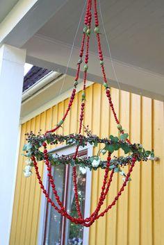 Underbar rönnbärskrona Diy Christmas Tree, Christmas Design, Christmas Wreaths, Christmas Decorations, Easy Crafts, Diy And Crafts, Autumn Garden, Craft Activities For Kids, Diy Projects To Try