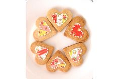 Hearts decorate in a vintage floral edible print (its not paper its icing)- Could these be the prettiests biscuits of them all?The hearts are about long . Edible Printing, Wedding Cookies, Vintage Floral, Gingerbread Cookies, Icing, Biscuits, Hearts, Candy, Paper