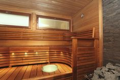 A nice & probably well fitting bench style for sauna.