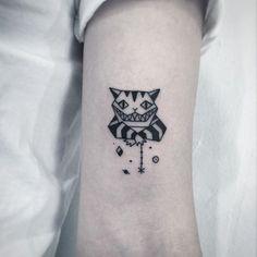 ✖️체셔고양이✖️ . . . #타투 #그림 #아트 #그림타투 #디자인 #일러스트 #블랙 #블랙타투 #tattoo #design #greemtattoo #draw  #blackink #ink #tattooart #illustration #black #blackwork #체셔고양이타투 #이상한나라의앨리스 #이상한나라의앨리스타투
