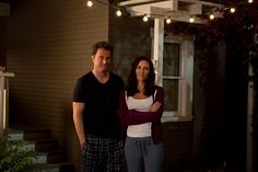 Ryan and Lauren share a moment #RyanKing #MatthewPerry #LauraBenanti #GoOn