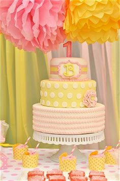 Pink Lemonade Party cake- maybe use cream color instead of pink and only top 2 cake tiers Yellow Birthday, Little Girl Birthday, Baby Girl Birthday, First Birthday Cakes, First Birthday Parties, Birthday Party Decorations, Birthday Ideas, 2nd Birthday, Rubber Ducky Birthday