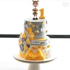 Cake cinza e amarelo