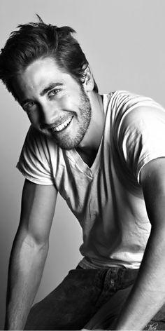 Jake Gyllenhaal ~ Tнεα  Stunning