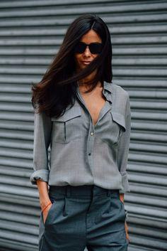 grå skjorte
