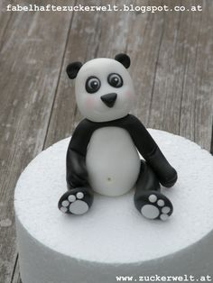 Panda bear fondant, but would make a cute fimo ornament. Fondant Toppers, Fondant Cakes, Cupcake Cakes, Cupcakes, Cupcake Toppers, Cake Decorating Techniques, Cake Decorating Tutorials, Cake Icing Tips, 80 Birthday Cake