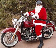 Harley Santa on his sled Harley Bikes, Harley Davidson Motorcycles, Car Fix, Santa Head, Christmas Aesthetic, Vintage Bikes, Christmas Art, Toys For Boys, Choppers