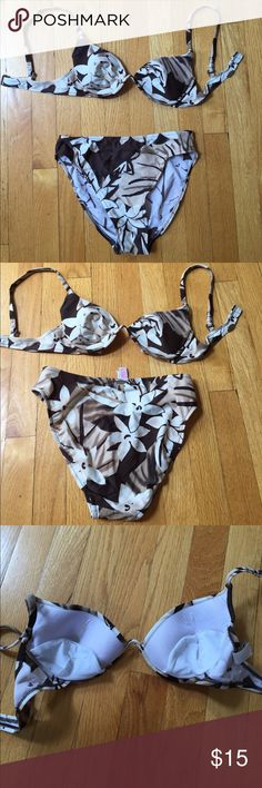Bikini from sunsets separates. Size small. Flattering bikini from sunset separates.   Size small.   Underwire top.   Missing the extra padding that would be inserted (shown in third photo).  I always wore it without it.   Worn but great condition!  Love this suit. Swim Bikinis