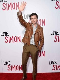 Are you ready to style like Nick Robinson? Love Simon Premiere Brown Leather Jacket will gives you dashing look. Shop Now at New American Jackets! 1950s Jacket Mens, Cargo Jacket Mens, Grey Bomber Jacket, Green Cargo Jacket, Leather Jacket, Jacket Jeans, Green Blazer, Stylish Men, Men Casual