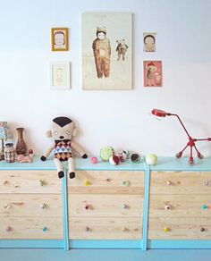 Kids' Toy Storage: Multiple Painted Three-Drawer Dressers Offer a Playful Coloured Option | decoralia.es | House & Home