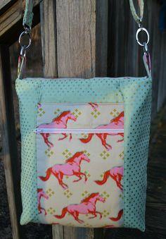 So Sew Easy - Crossbody bag. Back view.