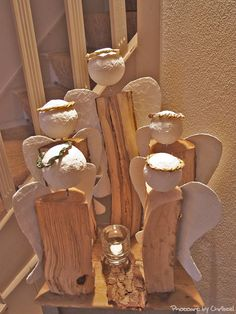 Landlust-Engel Tutorial- take piece of fire-wood, cut wings from cardboard, cover with several layers of plaster. When dry-/hard fix with small nail to wood. For the head use ball made of Styrofoam. Christmas Wood, Christmas Angels, Christmas Projects, All Things Christmas, Holiday Crafts, Christmas Holidays, Christmas Decorations, Cardboard Crafts, Wood Crafts